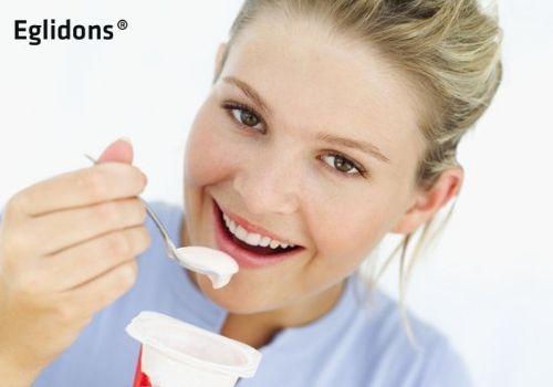 Cách ăn sữa chua trị táo bón cho bé